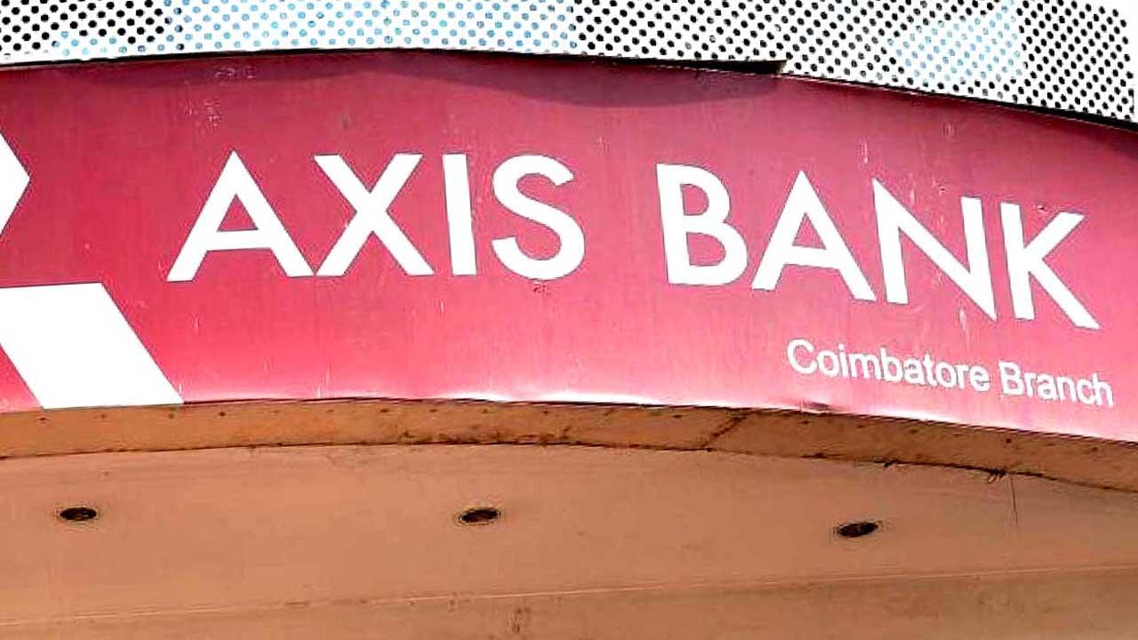 Aaj Axis Bank Khula hai